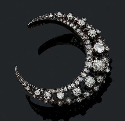 BROCHE «CROISSANT DE LUNE» Diamants taille...