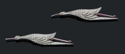 VAN CLEEF & ARPELS PAIRE DE BROCHE «CIGOGNE» Diamants taille brillant et baguette,...