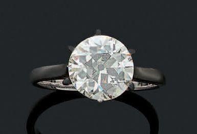 BAGUE «SOLITAIRE» Diamant taille ancienne,...