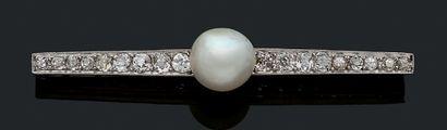 BROCHE «PERLE FINE» Perle fine bouton, diamants...