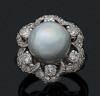 BAGUE «PERLE FINE» Perle fine grise, diamants...