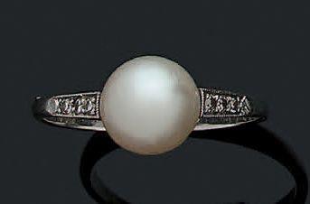 BAGUE «PERLE FINE» Perle fine, diamants et...