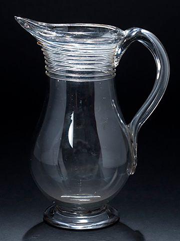 Pichet en verre soufflÈ de forme balustre,...