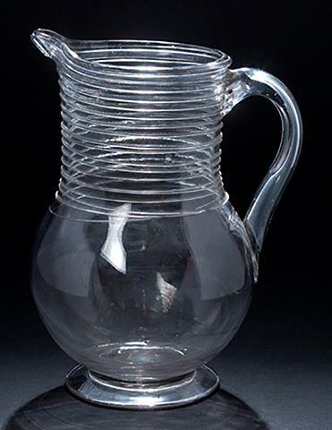Grand pichet en verre soufflÈ de forme balustre...