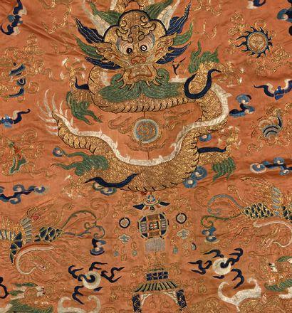 CHINE fin XIXe - début XXe siècle Lot de quatre textiles comprenant le dos et la...