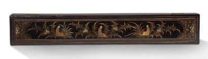 CHINE, CANTON VERS 1880-1900 Eventail pliant à décor peint en polychromie sur papier...
