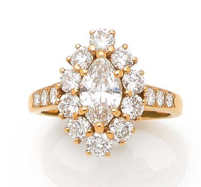 BAGUE «DIAMANTS» Diamant navette dans un...