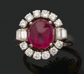 BAGUE «RUBIS» Cabochon de rubis, diamants...