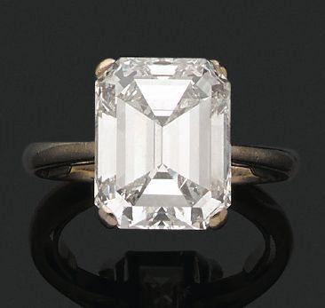BAGUE «SOLITAIRE» Diamant rectangle à pans...