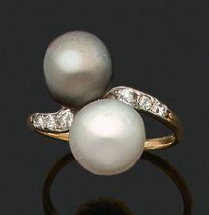 BAGUE «TOI ET MOI» Perles fines, diamants taille ancienne Or 18k (750) Td. : 51...