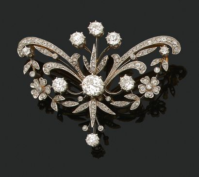 BROCHE «FLORALE» Diamants taille ancienne et taille rose Or 18k (750) Dim. : 5.5...