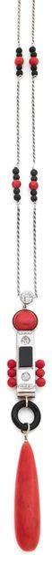COLLIER Corail, onyx et diamants taille ancienne Or gris 18k (750) L. : 51 cm -...