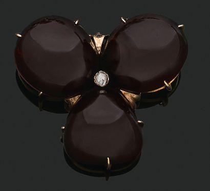 BROCHE «TRÈFLE» Grenats, diamant taille rose,...
