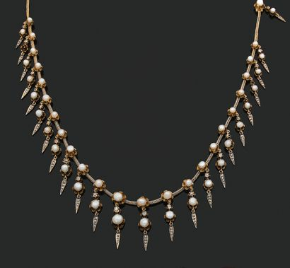 COLLIER «DRAPERIE» Perles fines baroques,...