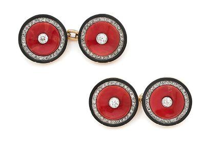 CARTIER Paire de boutons de manchette Corail, onyx, diamants taille rose, or 18k...