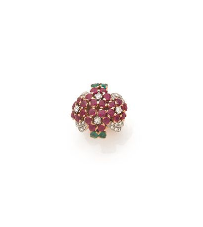 BAGUE «COCKTAIL» Rubis, diamants taille moderne,...