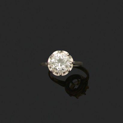 BAGUE «SOLITAIRE» Diamant taille ancienne, platine (950) Poids du diamant : 2.90...