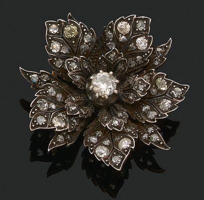 BROCHE «FLEUR» Diamants taille ancienne, taille rose, or 18k (750) et argent ( Diam....
