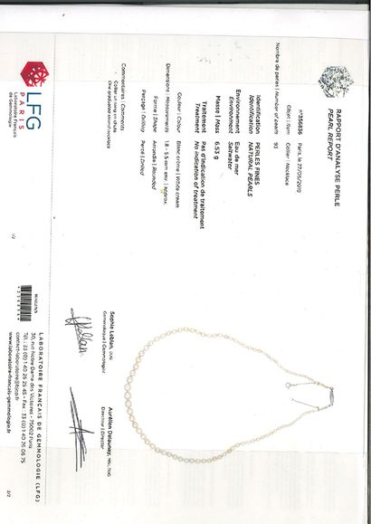 «PERLES FINES» Collier de 93 perles fines...