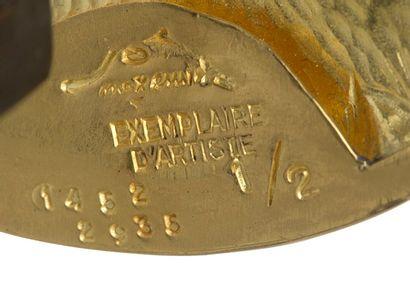 MAX ERNST (1891-1976) Tête à Cornes Or jaune 23 carats (958), poids : 181,9 gr. technique...