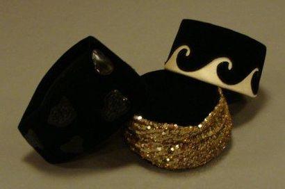 Trois chapeaux en velours noir et sequin...