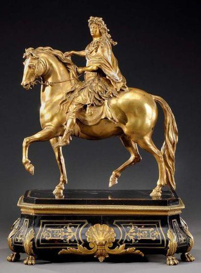 Statuette en bronze ciselé et doré, figurant...