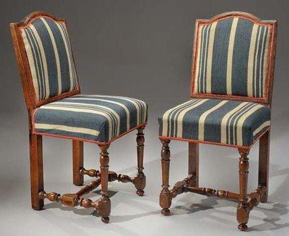 Paire de chaises en bois naturel, à dossier...