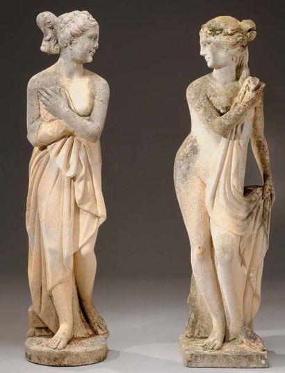 Paire de statues de jardin en pierre, figurant...