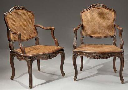 Paire de fauteuils à dossier plat, en bois...
