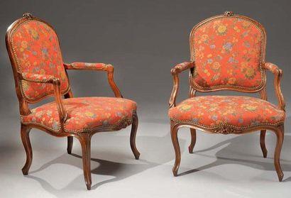 Paire de fauteuils à dossier plat à la reine,...