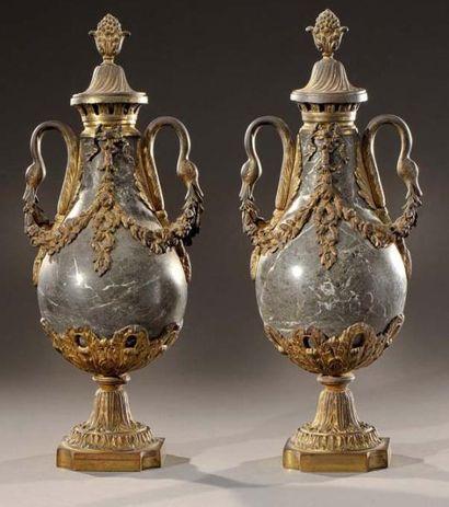 Paire de vases ovoïdes en marbre vert de...