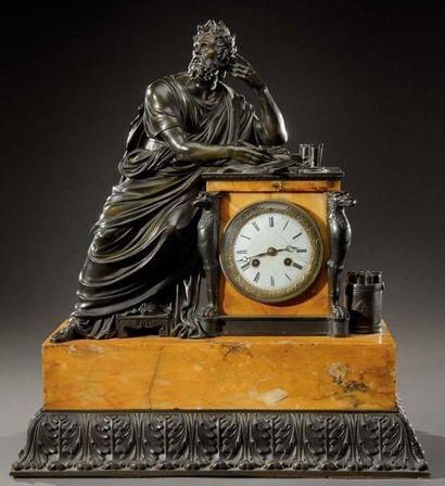 Pendule en marbre de Sienne et sujet en bronze...