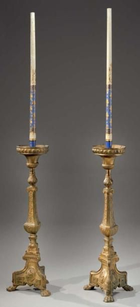 Importante paire de pique cierge en bronze...