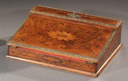 Ecritoire portatif en bois de placage marqueté...