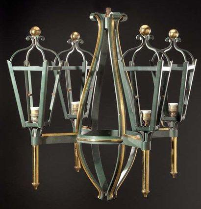Lustre à quatre lanternes en bronze patiné...