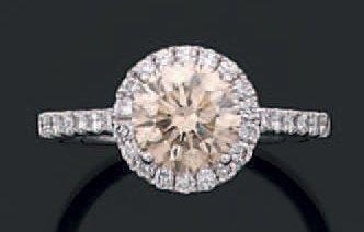 Bague en or gris sertie d'un diamant de taille...