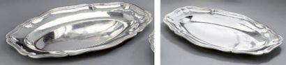 Suite de deux plats ovales en argent, modèle...