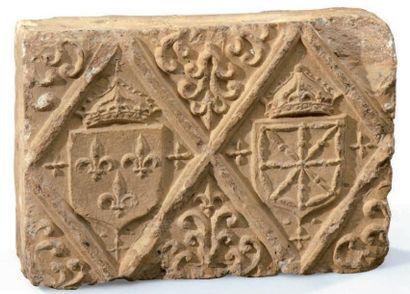 Brique en terre cuite frappée en relief des...