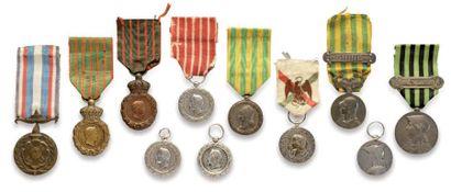 Ensemble de onze décorations militaires dont...
