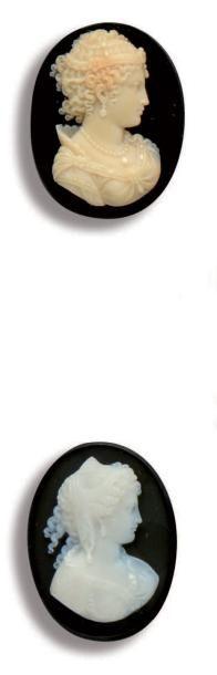 Ensemble de deux camées ovales sur agate...