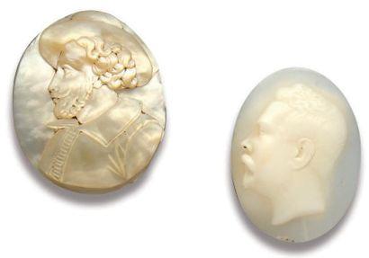 Camée ovale sur nacre représentant un buste...