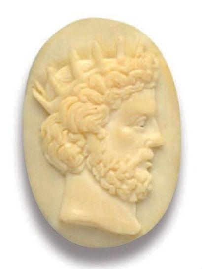 Camée ovale sur ivoire sculpté représentant...