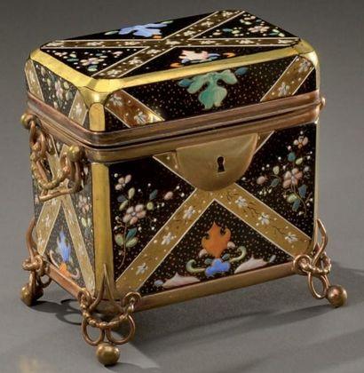 Boîte à bijoux reposant sur quatre pieds,...