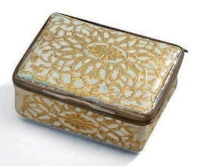 Boîte rectangulaire en porcelaine émaillée...