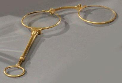 Paire de binocles articulées en or jaune,...