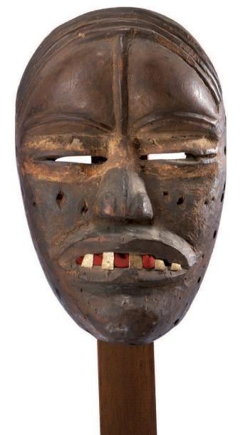 Dan. (Côte-d'Ivoire) Ancien masque au front...