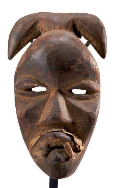 Dan. (Côte-d'Ivoire) Ancien masque surmonté...