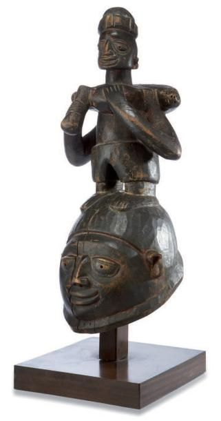 Yoruba. (Bénin) Masque cimier de la société...