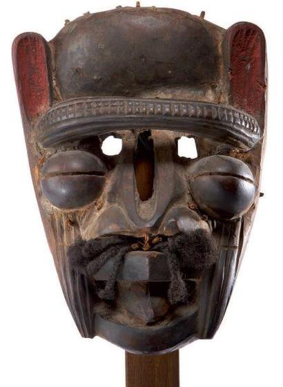 We. (Côte-d'Ivoire) Ancien masque à imbrication...