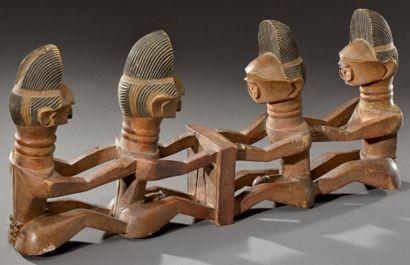 Songye. (R.D. du Congo) Ancien groupe figurant...
